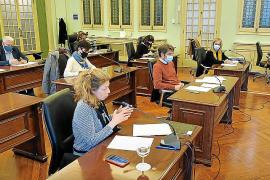 El Parlament pide por unanimidad al Govern que invierta más en turismo