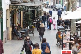 La incidencia acumulada baja en el 40% de los municipios de Mallorca dos semanas después de la reapertura de las terrazas
