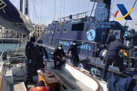 Cuatro años y nueve meses de prisión por transportar cuatro toneladas de hachís en un velero interceptado en Ibiza