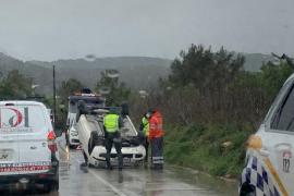 Dos heridos en una jornada de accidentes originados por la lluvia