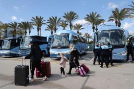 Los primeros turistas llegan a Baleares entre las dudas sobre el cierre de fronteras