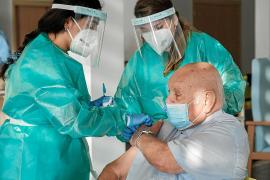 Las Pitiusas se fijan como objetivo vacunar a los mayores de 80 años antes de abril