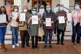 1.062 firmas contra el cambio de sede de la Asociación de Mayores de Cala de Bou