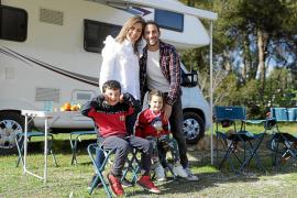 Una caravana, una familia y mucha solidaridad