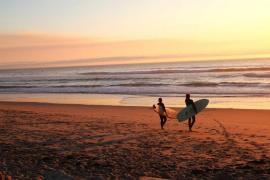 Aprende a surfear con la llegada de la primavera