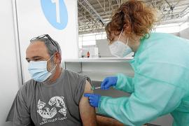 La primera jornada de vacunación, con menos dosis de las esperadas