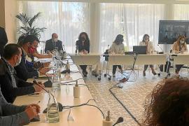 Vicent Marí pide a la ministra de Turismo «vacunas, vacunas y más vacunas» para salvar la temporada