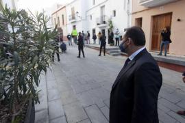 Una quincena de personas organiza un escrache contra el ministro José Luis Ábalos