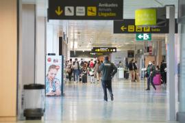 Ajetreo en el aeropuerto de Ibiza en el primer día de cierre perimetral