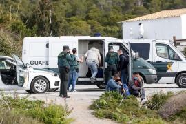 Detenidos seis magrebíes tras llegar en una lancha a la playa de es Cavallet