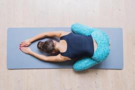 Cuatro estiramientos para hacer todos los días que alivian el dolor de espalda