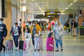 Piden acuerdos con Reino Unido para garantizar el flujo turístico a Ibiza