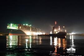 Consiguen liberar el buque que bloqueaba el Canal de Suez