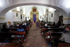 Adoración de la Cruz con sobriedad y restricciones