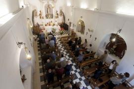 Sant Vicent de sa Cala celebra su día grande en 'petit comité'