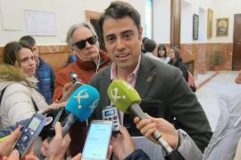 Bajas en Vox por los «enchufados para asistir a cuatro concejales» de Madrid