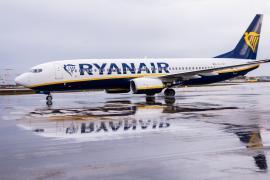 Ryanair anuncia tres nuevas rutas desde Santiago a Ibiza y Menorca