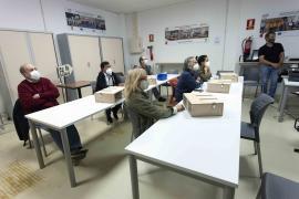 Los voluntarios reciben una formación previa al préstamo de las trampas y asistencia durante la campaña