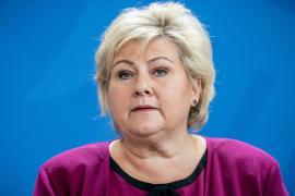 La primera ministra noruega tendrá que pagar una multa de 2.000 euros por violar sus propias restricciones