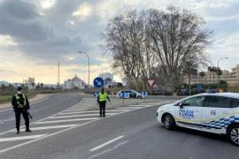 La policía interviene en una fiesta ilegal en un bar en Ibiza con 45 personas y denuncia al encargado y a un empleado