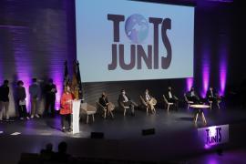 Acuerdo histórico de los partidos políticos para salvar a las Islas de la crisis