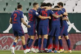El Atlético aguanta el liderato