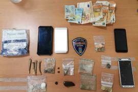 La Policía Local de Ibiza detiene a un hombre que trató de huir al ser cazado vendiendo drogas