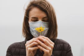 ¿Cómo afectan las mascarillas y la alergia primaveral a nuestros ojos?