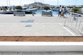 Vila lucha contra las infracciones de la ciudadanía pero mira hacia otro lado en el puerto