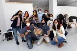 'Closed Bar' una serie de televisión cien por cien ibicenca