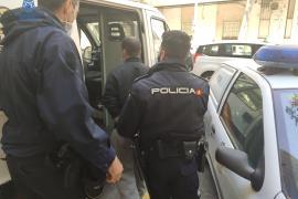 Prisión por atropellar a una anciana y arrastrarla con el coche tras robarle