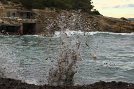 El golpe de las olas en Sa Caleta