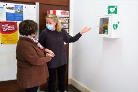 Sant Antoni instala seis nuevos desfibriladores en instalaciones municipales