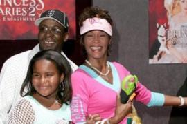 Bobby Brown culpa de la muerte de Whitney Houston y su hija a Nick Gordon, adoptado por la pareja