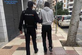 Detenido por amenazar con una motosierra a un hombre en Ibiza tras recriminarle que se pusiera la mascarilla