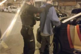 Dos detenidos por forzar varios vehículos en el barrio de Foners de Palma