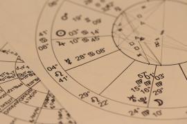 El renacimiento de la astrología y el tarot: ¿Qué hace que sean tan populares entre los jóvenes?