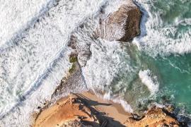 Platges de Comte reluce durante el temporal