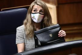 Yolanda Díaz luce una mascarilla de Baleares en el Congreso
