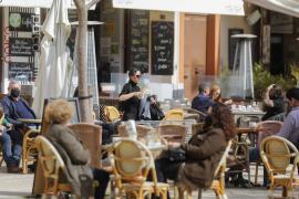 El Govern elimina la limitación de los grupos de convivencia en las terrazas