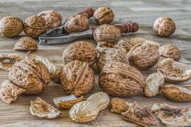 Demuestran científicamente por qué los frutos secos más pequeños siempre se quedan al final de la bolsa