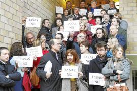 50 abogados, jueces, fiscales y procuradores protestan en los juzgados contra las tasas
