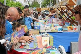 Los libros vuelven a tomar s'Alamera para celebrar el Día del Libro