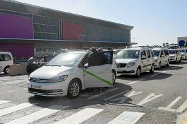 Los taxistas de toda Ibiza irán uniformados de azul marino y gris
