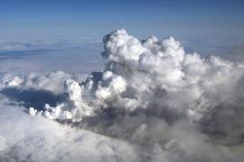 Las cenizas del volcán islandés obligan a cancelar 51 vuelos en las islas