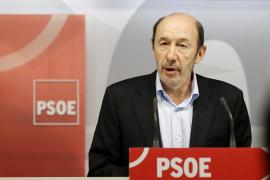 Gómez pide a Rubalcaba que dimita pero el resto de barones lo rechaza