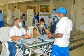 Los hoteleros de las Islas comprarán vacunas si Bruselas da el visto bueno