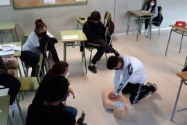 Los alumnos del IES Sant Agustí reciben formación en reanimación pulmonar y ante atragantamientos