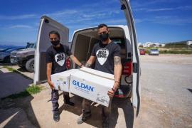 Ibiza Rocks entrega cerca de 3.500 camisetas para los usuarios de Cáritas