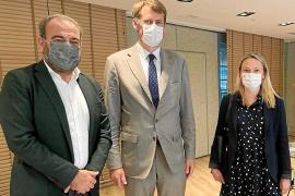 Negueruela descarta priorizar la vacunación en el sector turístico